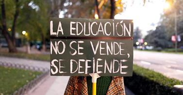 Necesitamos una educación que sirva al desarrollo humano, y no al sistema neoliberal